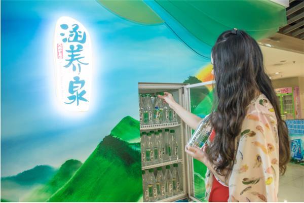 涵养泉再登潮流圣地,上海国潮馆引人注目